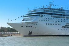 Free Cruise Ship Royalty Free Stock Photo - 3855855