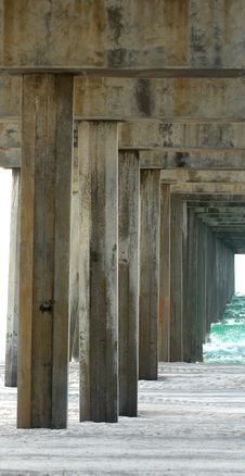 Free View Under A Pier On The Oceanfront Royalty Free Stock Photography - 3859467