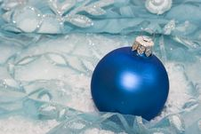 Free Blue Christmas Ball Royalty Free Stock Image - 3863526