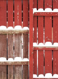 Free Red Fence With Snow Piles Royalty Free Stock Images - 3864319