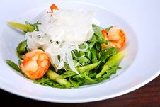Free Green Salad With King Prawns Royalty Free Stock Images - 3865799