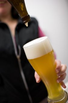 Free Pouring In Wheat Beer Royalty Free Stock Photography - 3870257
