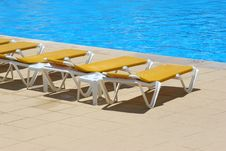 Pool Restbeds Around A Pool Royalty Free Stock Image