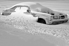 Free Car Buried In Snow Royalty Free Stock Image - 3873966