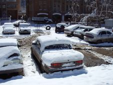 Free Cars Covered By Snow Stock Photo - 3874720