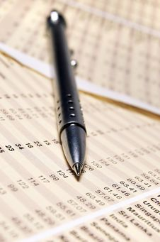 Free Ball Pen On Report Stock Image - 3880951
