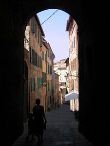 Free Alley In Siena Royalty Free Stock Photos - 3885458