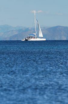 Free White Boat Stock Photo - 3886980
