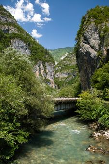 Free Mountains River Royalty Free Stock Images - 3894219