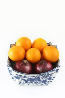 Free Onions & Oranges Royalty Free Stock Image - 3898966