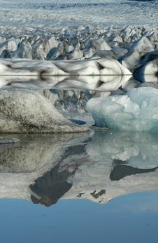 Free Reflection Of Mountain Stock Photography - 393892