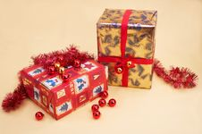 Free Christmas Gifts - Geschenkpackungen Royalty Free Stock Photo - 394395