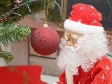 Free Santa Claus And Ornamental Ball Royalty Free Stock Photo - 395525