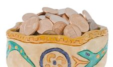 Free Clay Bowl With Coins Stock Image - 3902041