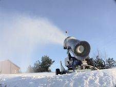 Free Snow Gun Royalty Free Stock Photos - 3905068