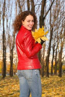 Girl In The Park In Autumn Royalty Free Stock Photos