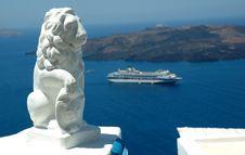Free Statue And Cruise Ship At Santorini Royalty Free Stock Photos - 3909668