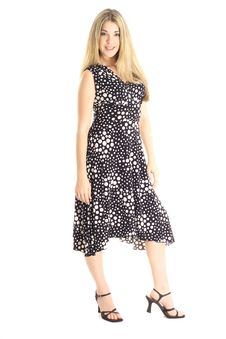Free Fashion Model In Polka Dot Dress Stock Photography - 3915512