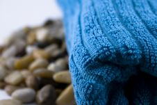 Free Blue Towel And Stones Royalty Free Stock Images - 3919079