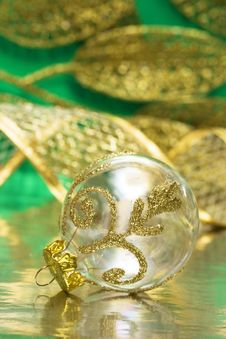 Free Golden Christmas Ball Stock Images - 3919174