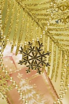 Free Golden Snowflake Stock Photos - 3919443
