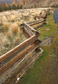 Free Log Fence Royalty Free Stock Photo - 3921215
