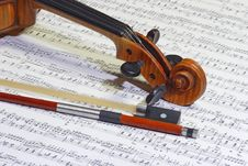 Free Violin Head And Bow Royalty Free Stock Photo - 3924725
