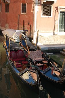 Free Gondolas In Venice Royalty Free Stock Photography - 3930547