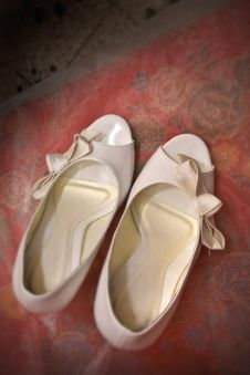 Free White Wedding Shoes Royalty Free Stock Photos - 3936368