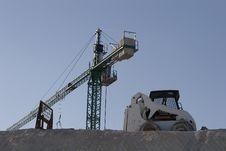 Free Crane And Dozer Royalty Free Stock Images - 3942669