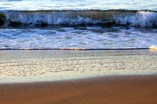 Free Rolling Waves At The Beach Stock Photo - 3953840