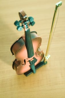 Free SHINY VIOLIN Royalty Free Stock Photos - 3965798