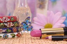 Free Jewelry And Cosmetics Royalty Free Stock Photography - 3976187