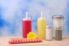 Free Mustard And Ketchup Stock Photography - 3976672