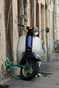 Free Old Scooter Stock Images - 3977734