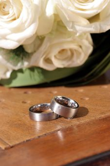 Free Wedding Rings On Chair With White Roses Royalty Free Stock Photos - 3979288