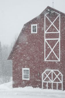 Free Barn In Snow Stock Photo - 3981380