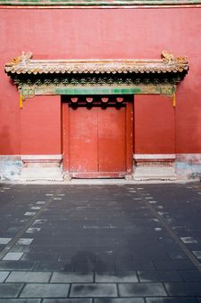 Free Red Door Stock Photo - 3986270