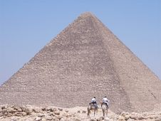 Free The Medium Pyramid Of Giza Stock Images - 3993194
