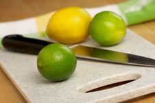 Free Limes, Lemon And Knife Royalty Free Stock Image - 3994856