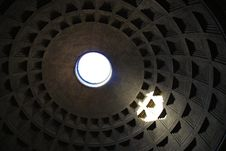Free Sunshine Through Pantheon Roof Royalty Free Stock Images - 3996219