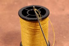 Free Threaded Needle Royalty Free Stock Images - 44459