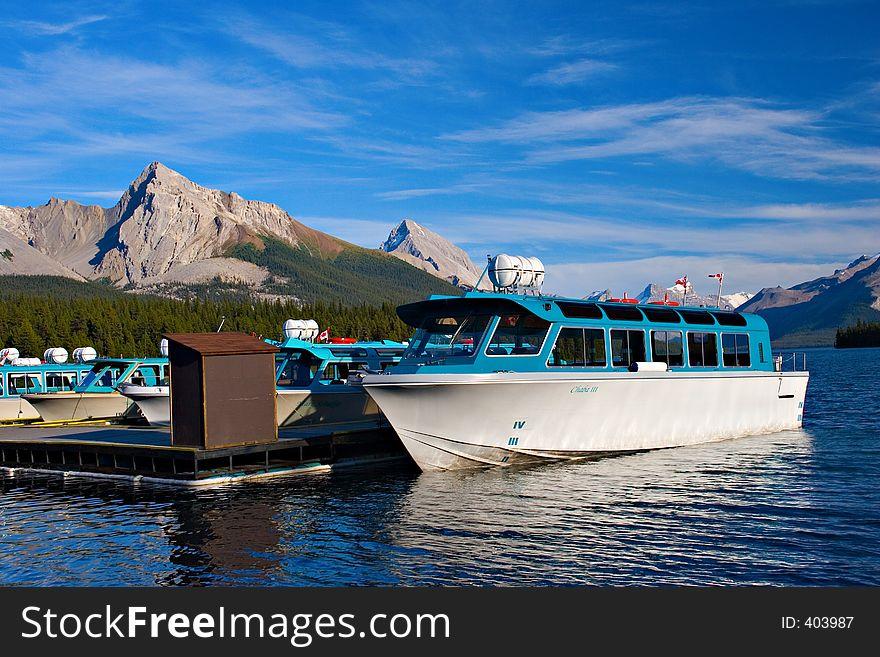 Maligne Lake Tours
