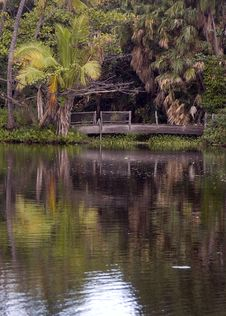 Free Old Bridge Over Pond With Reflection Royalty Free Stock Photos - 4000638