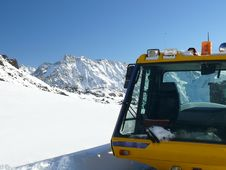 Free The Vehicle At Ski Resort Stock Photo - 4005250