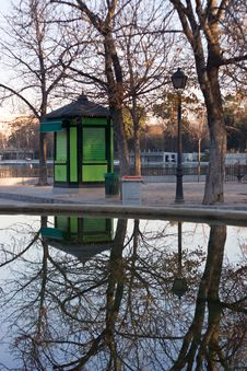 Free Reflections In Retiro Park Royalty Free Stock Photo - 4007405