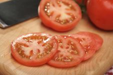 Free Fresh Cut Tomato Royalty Free Stock Photos - 4010738
