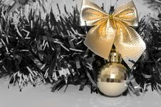 Free Golden Bow And Ball Stock Images - 4012854