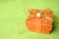Free Brown Gift Box Royalty Free Stock Image - 4013686