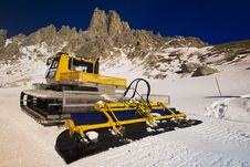 Free Snowplough On The Mountain Royalty Free Stock Photography - 4020637